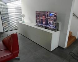 Nube tv-meubel met verzinkbare tv ruimte